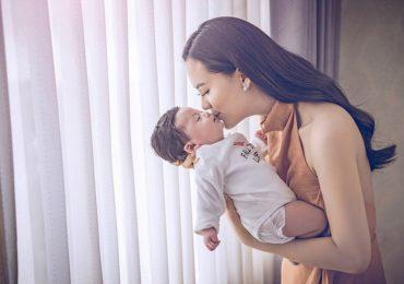 Hoa hậu Sang Lê hạnh phúc khi con gái kháu khỉnh, mau lớn