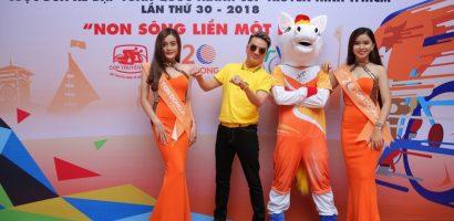Mr Đàm đã tự làm nhạc, hòa âm và thể hiện ca khúc chủ đề của cuộc đua 'Cúp xe đạp' TH 2018