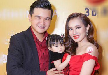 Gia đình Võ Thanh Hòa – Mai Bảo Ngọc 'ton sur ton' dự sự kiện