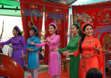 100 năm cải lương: Từ gánh hát bội Vĩnh Xuân Ban đến đoàn cải lương Hồ Quảng Khánh Hồng – Minh Tơ
