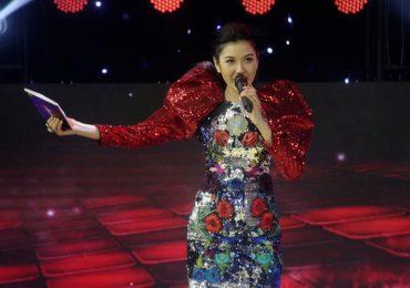 Á hậu Thúy Vân bản lĩnh khi giữ vị trí host của show 'Đấu trường võ nhạc'