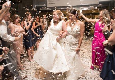 Cựu Hoa hậu Mỹ tổ chức lễ cưới với bạn đời đồng tính