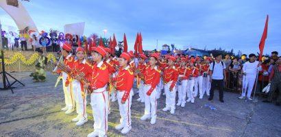 Thành phố Đồng Hới 'thất thủ' bởi đoàn người kéo về lễ hội đường phố 2018