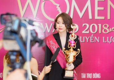 Hoa hậu Hải Dương hạnh phúc nhận giải 'Nhân vật của năm'