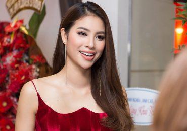 Hoa hậu Phạm Hương sexy dự event sau khi trở về từ Indonesia
