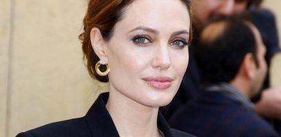 Bác sĩ da liễu riêng tiết lộ thói quen làm đẹp của Angelina Jolie