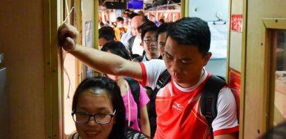 Tàu hỏa, xe khách chật cứng người trở lại thành phố sau nghỉ lễ