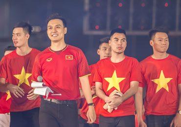 MC Thiên Vũ truyền lửa cho giới trẻ trong buổi giao lưu với U23 Việt Nam