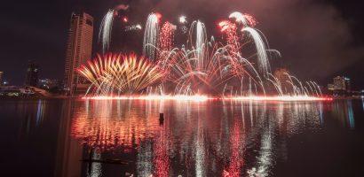 Pháo hoa Mỹ sáng rực bầu trời Đà Nẵng