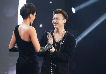 Soobin Hoàng Sơn 'ẵm' giải 'Nam ca sĩ phong cách của năm'