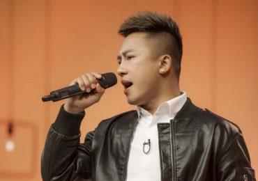 Châu Khải Phong ăn mừng khi 'Ngắm hoa lệ rơi' vào top 100 triệu view trên YouTube